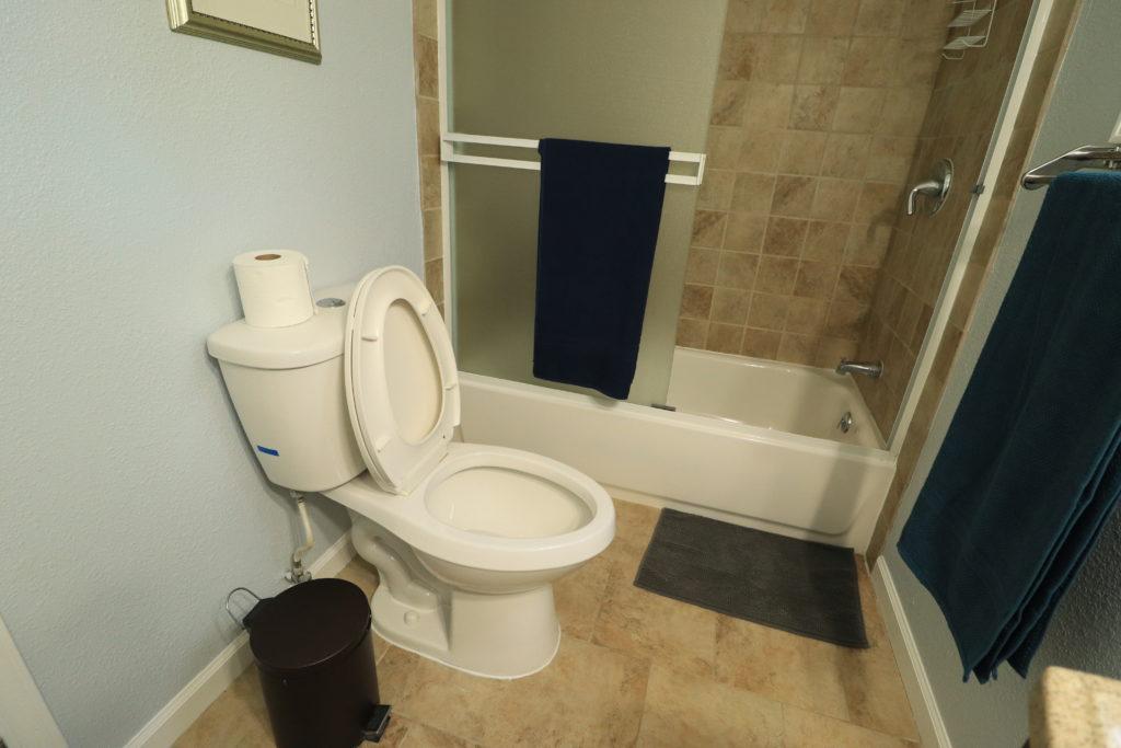 Airbnb Tiny House: airbnb bathroom tub