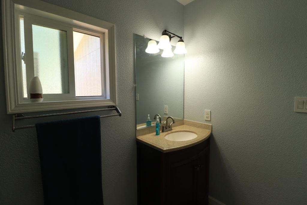Airbnb Tiny House: airbnb bathroom vanity